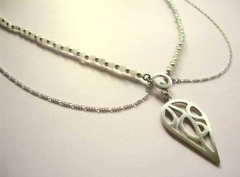 - 02 -Tocado de plata 950 con piedra luna naturales.