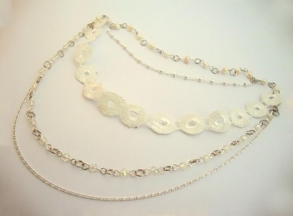 - 05 -Tocado cadenas de plata, género y perlas naturales.