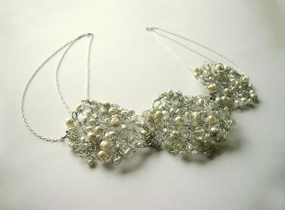- 07 -Tocado con plata, jade y perlas naturales.