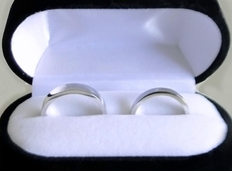 Argollas de oro blanco de 18 kt, planas