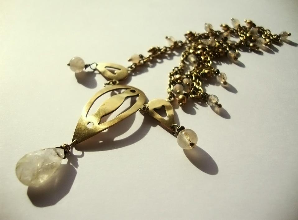 - 01 -Tocado de bronce con cuarzos rutilados naturales.