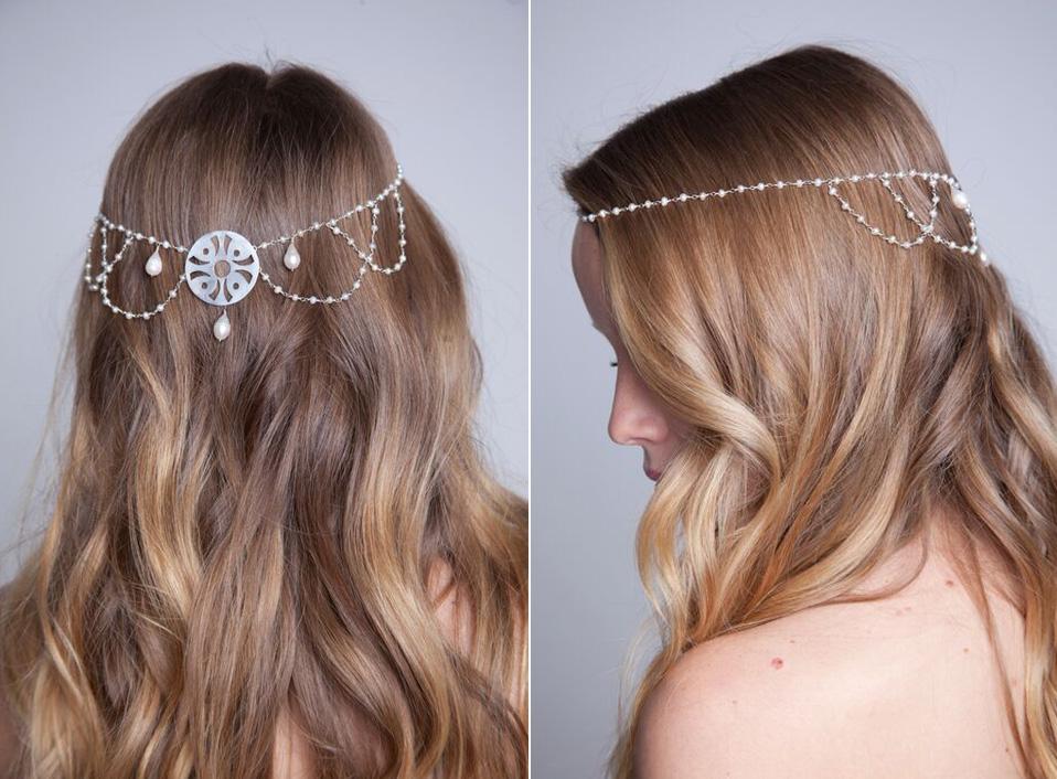 - 04 -Tocado de plata calada con perlas naturales.